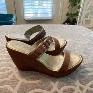 EUC Nine West Brown and Gold Wedges. Size 10.